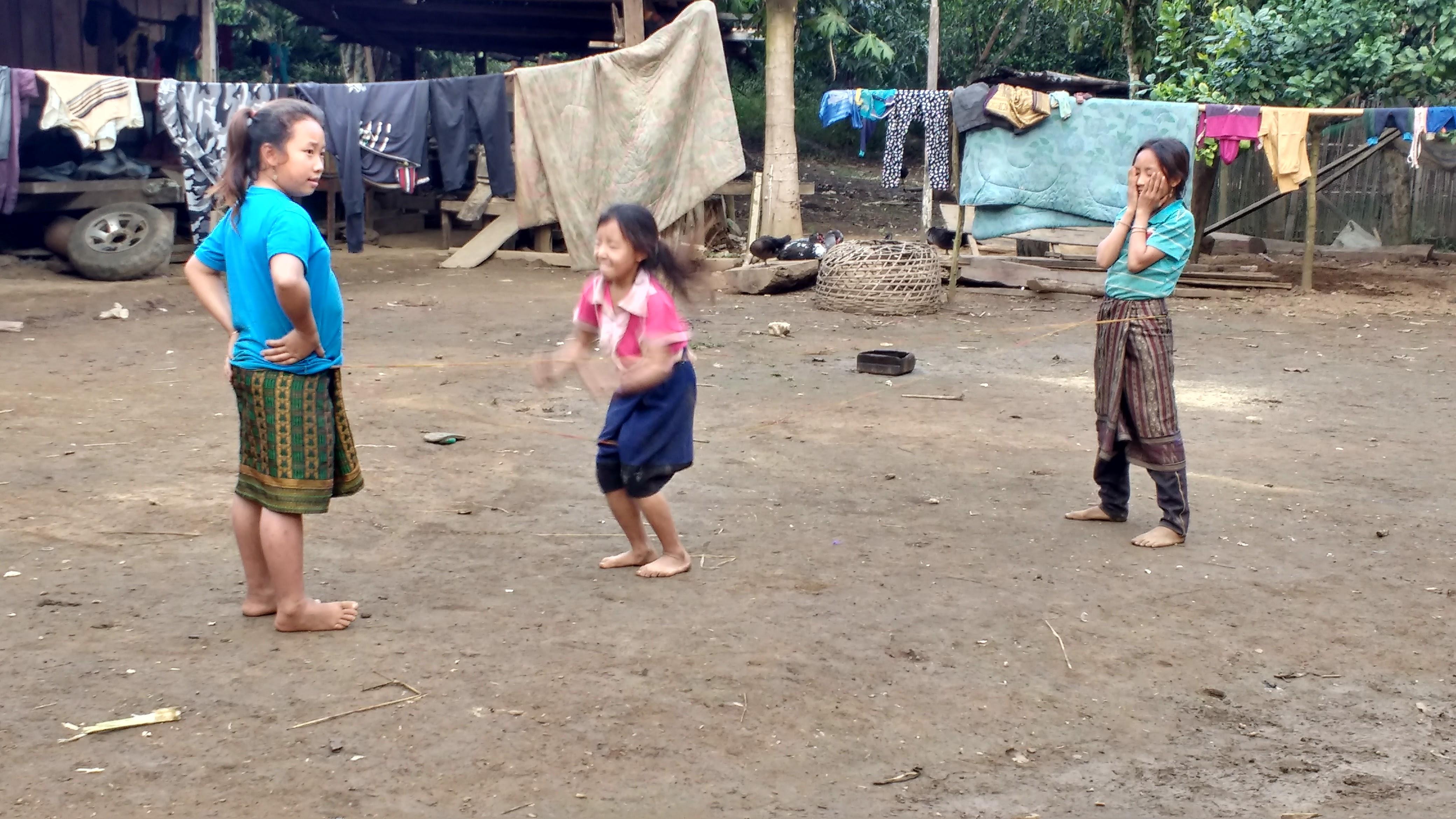 Laosissa erityisesti lapset ovat joutuneet rypäleaseiden uhreiksi. Kuva: Juho Matinlauri