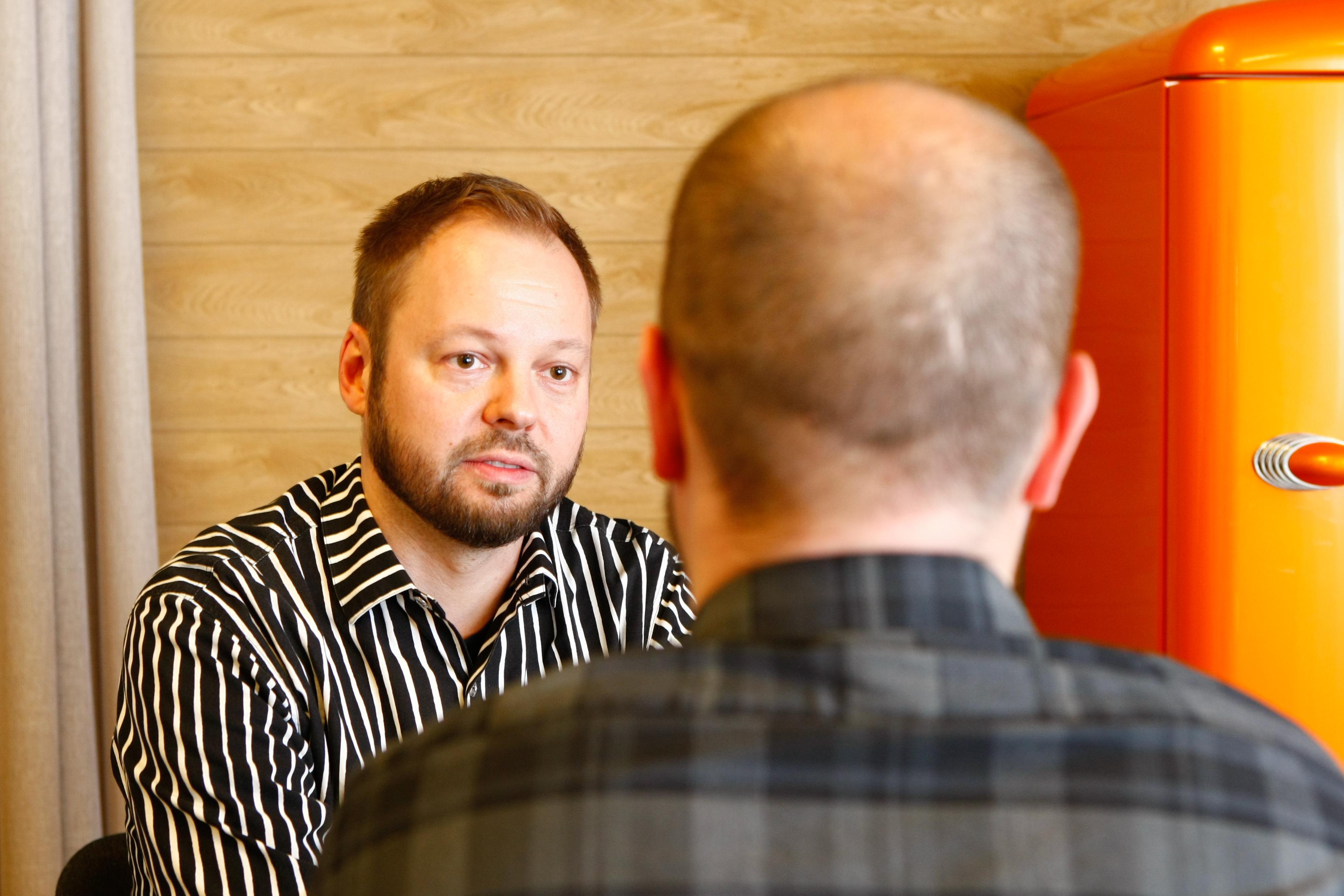 Sadankomitean 2017 rauhanpalkinnon saaneen Vuolle-Setlementin väkivaltatyön päällikkö Jani Kaisto